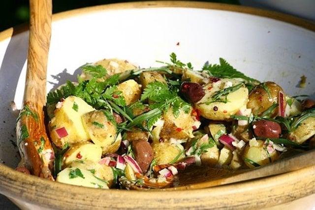 Kartoffelsalat in der Schüssel