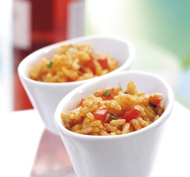 Djuvec Reis in der Schüssel Rezept