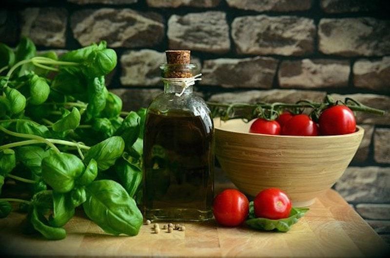 Tomatensoße mit Kräutern und Tomatenmark