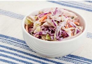 Fruchtiger Rot-Weiß-Kohlsalat