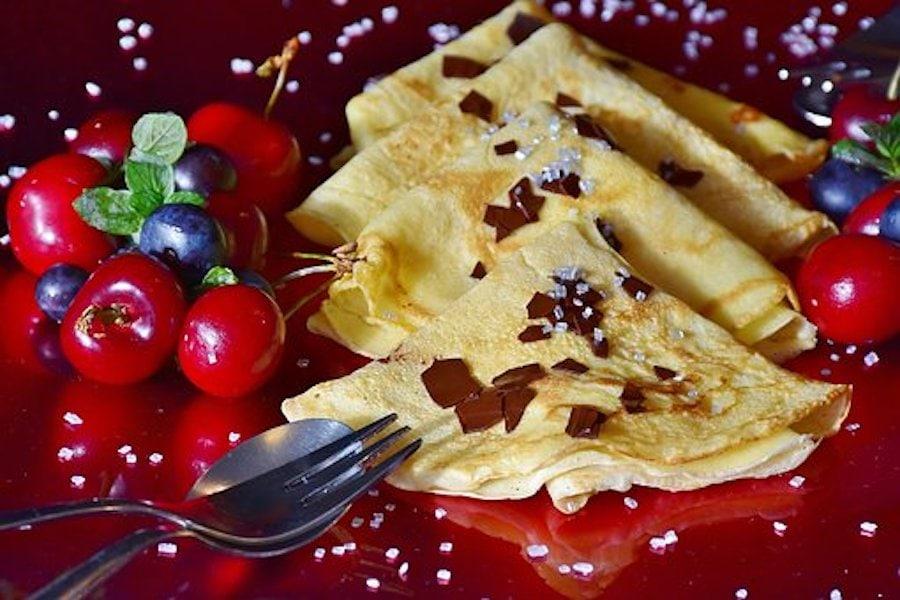 Omas Dinkel-Pfannkuchen mit Obst schmecken immer