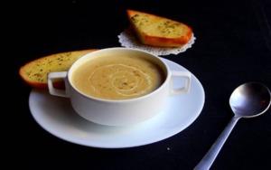 Gebrannte Grießsuppe aus Omas Suppenterrine – so köstlich wie damals!