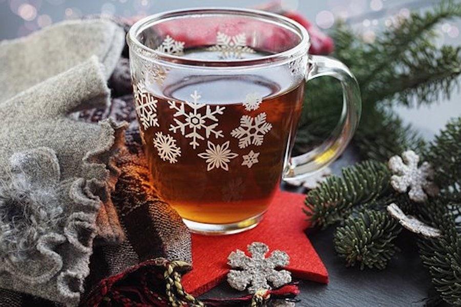 Fruchtiger Tee-Punsch mit Rum