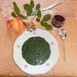 Grünkohlsuppe auf dem Teller