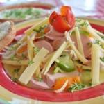 Käse-Wurstsalat angerichtet