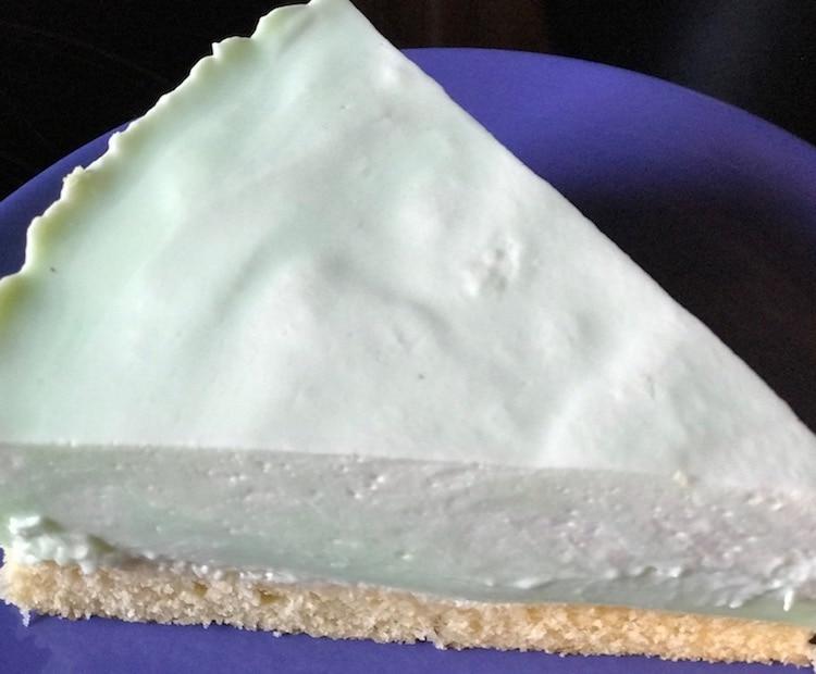 Omas erfrischende Waldmeister-Torte