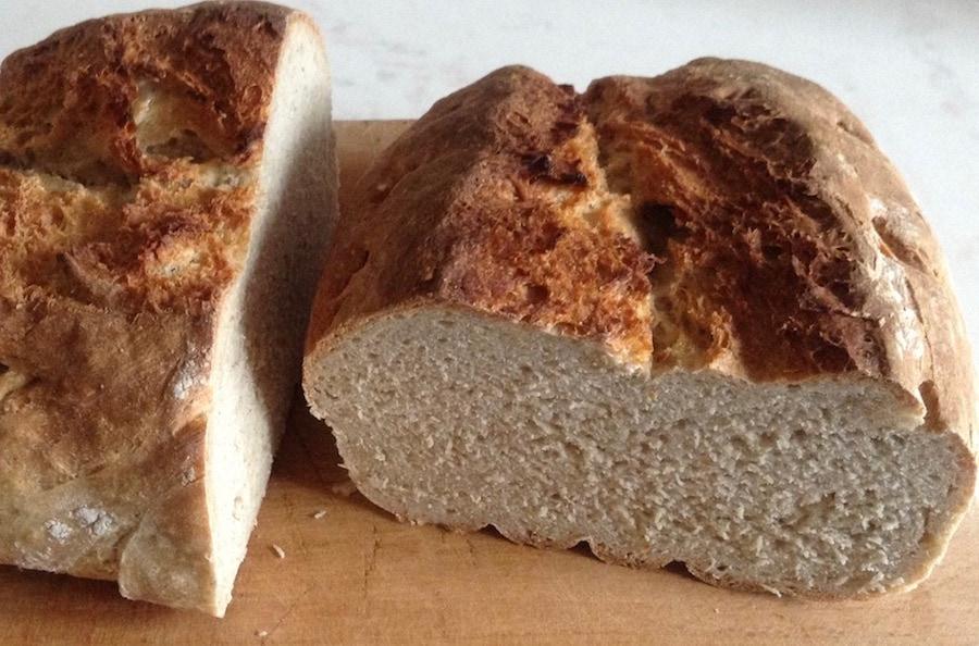 Oma backt ihr Brot selber: Weizenmischbrot mit Sauerteig (Roggen)