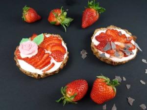 Verführerische Erdbeer-Tartelettes mit Mandelboden