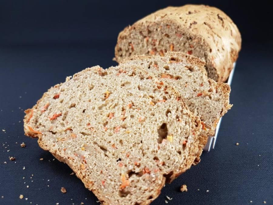 Glutenfreies Karottenbrot (Rüeblibrot), herzhaft und saftig 1