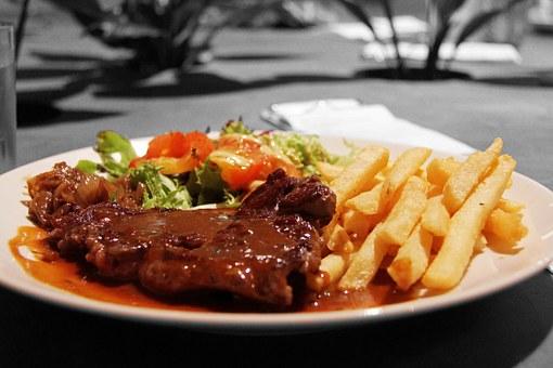 Rinderkotelett mit Soße