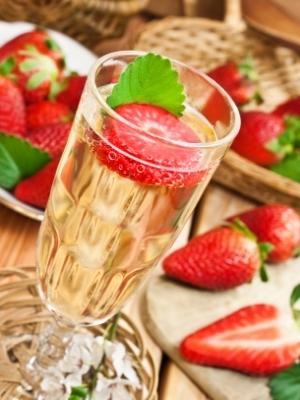 Erdbeer-waldmeisterbowle