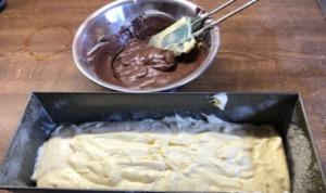 Schokoladensandkuchen vorbereitet