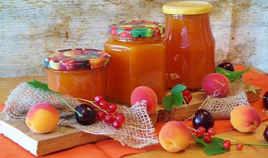 Aprikosen im Glas