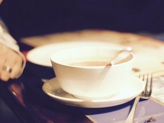 Suppe in der Tasse