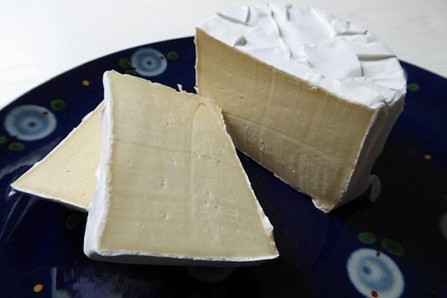 Camembert in Scheiben