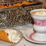 Weinbrand-Kaffe mit Sahne