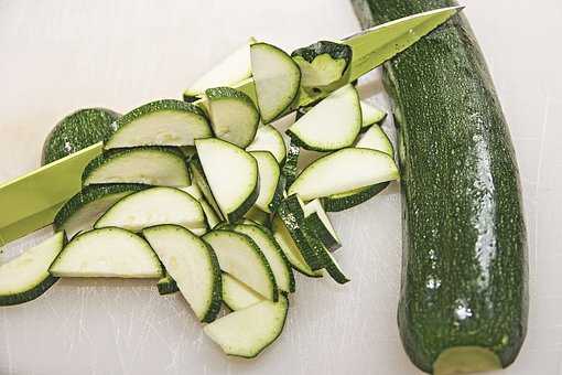 Zucchini geschnitten