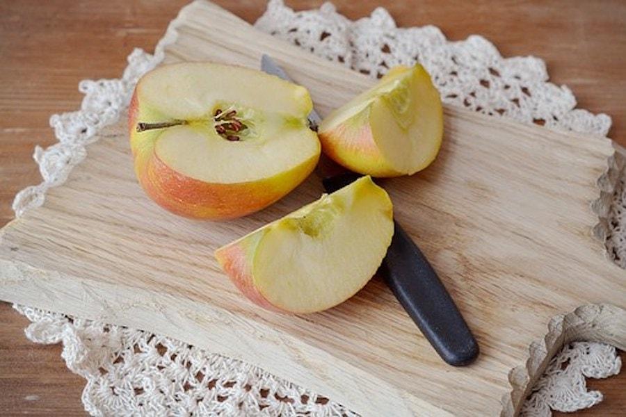 Äpfel in Bierteig mit Calvados-Aprikosen Sosse