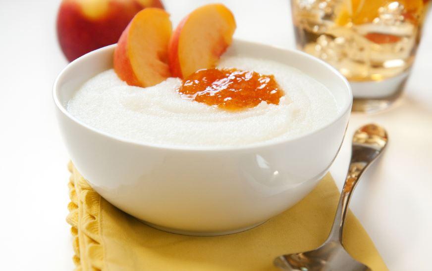 Griesspudding mit fruchtiger Aprikosensoße