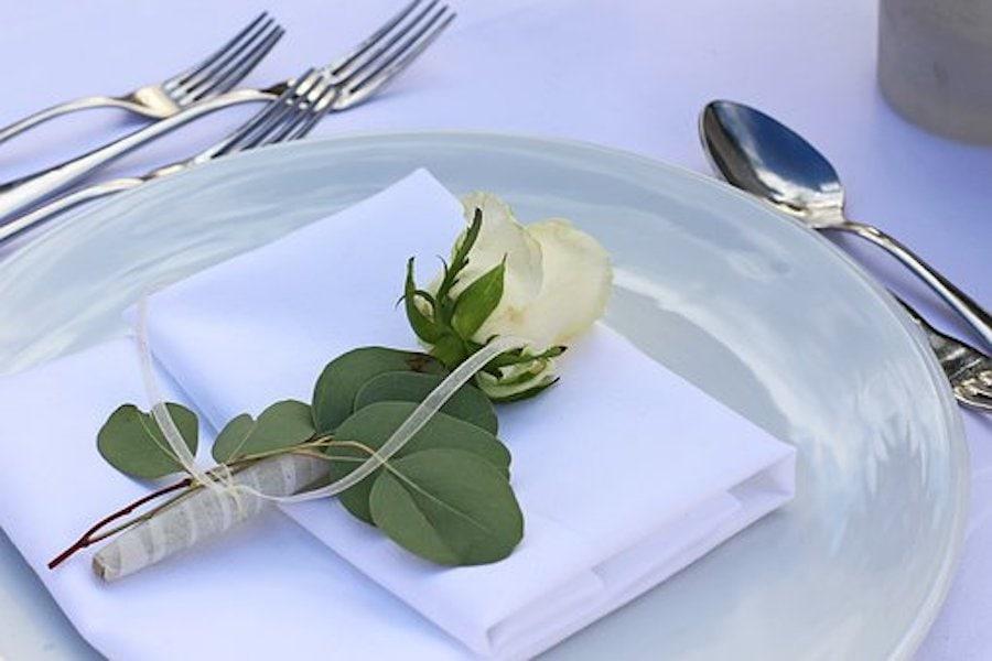 Rose auf dem Teller Romantik
