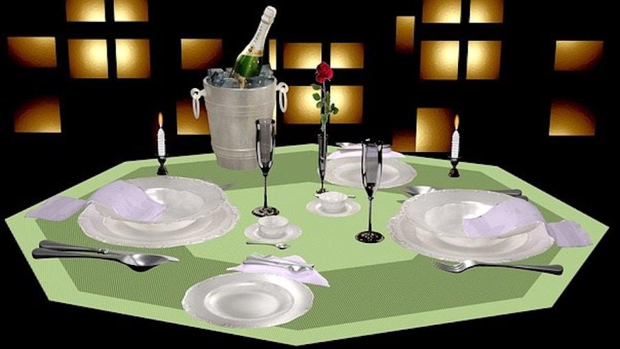 Tisch gedeckt festlich in grün