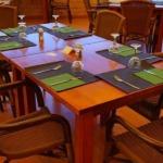 Tisch gedeckt für Gäste