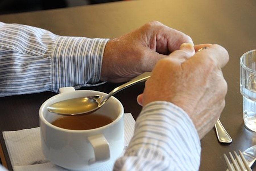 Beeftea kräftige Suppe in der Tasse