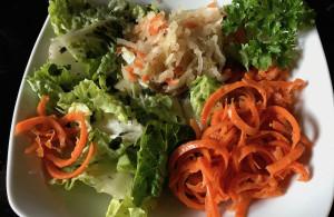 Salat geschnitten mit dem Spiralschneider