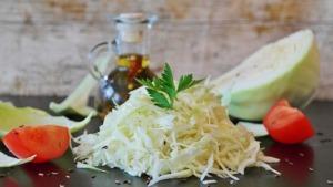 Omas liebster Sauerkrautsalat