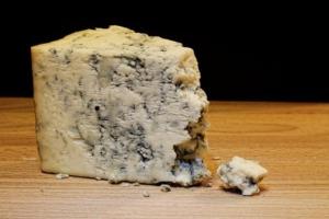 Roquefort- Käse am Stück