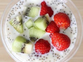 Chia Samen mit Erdbeeren