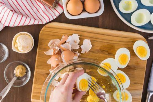 Eier-halbieren-eigelbe-entfernen