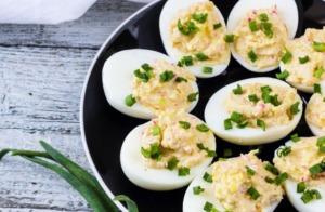 Gefüllte Eier klassisch nach Omas Rezept: mit Kräutern