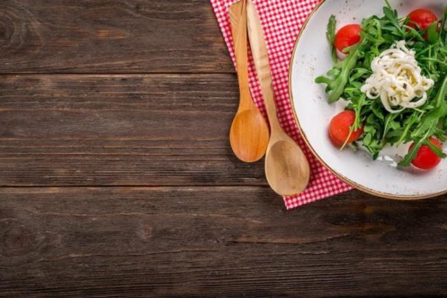 Salat angerichtet auf dem Teller