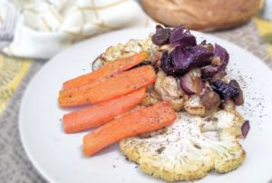 Kross geröstetes Low-Carb Ofengemüse