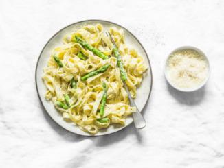 Pasta mit grünem Spargel und Pfeffer