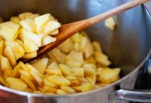Äpfel kochen