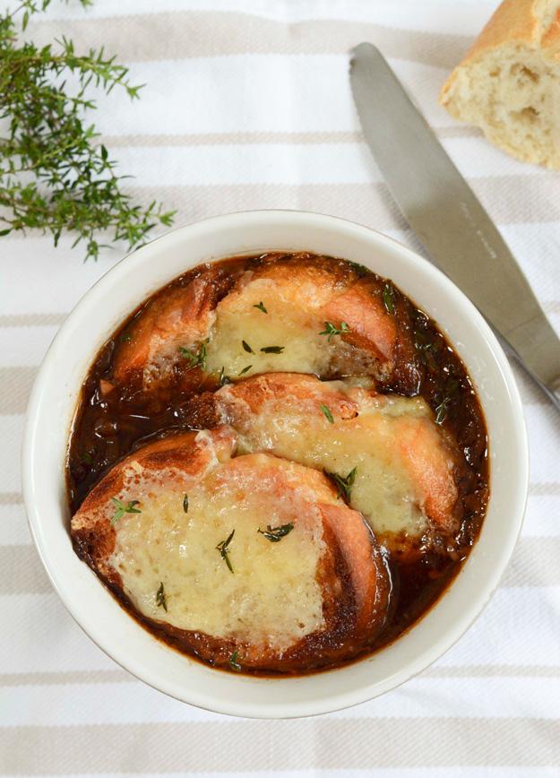 französische Zwiebelsuppe mit Rotwein 2