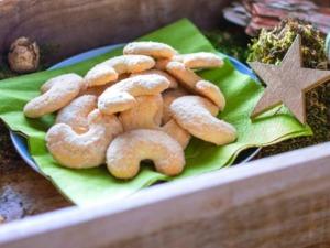 Klassische Vanillekipferl mit Mandeln