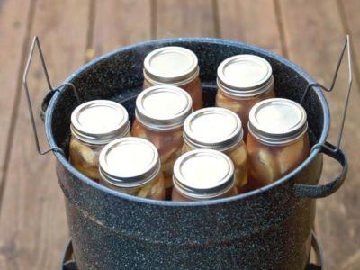 Gläser-im-Wasser-einkochen