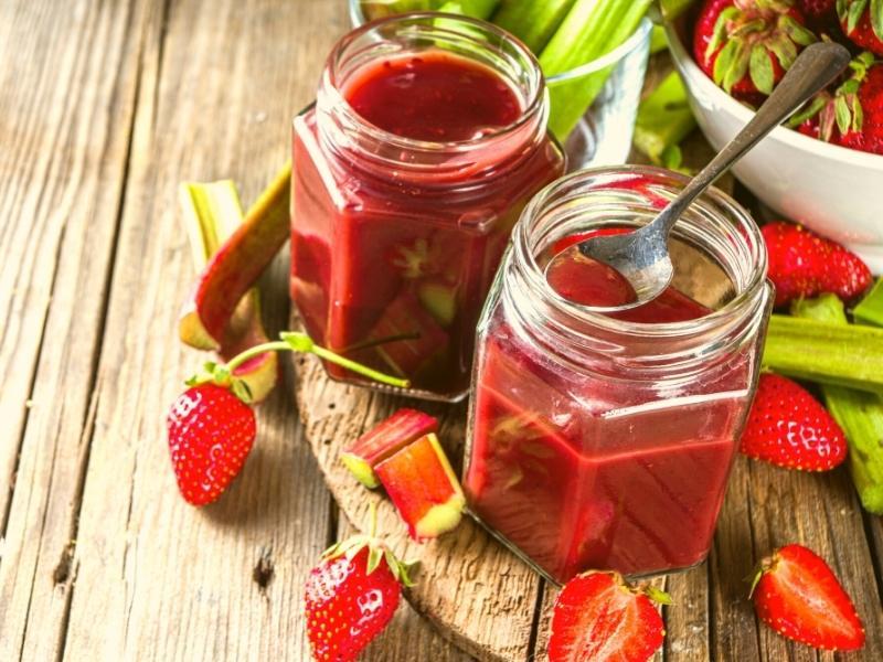 Omas beliebte Erdbeer-Rhabarber-Marmelade 1
