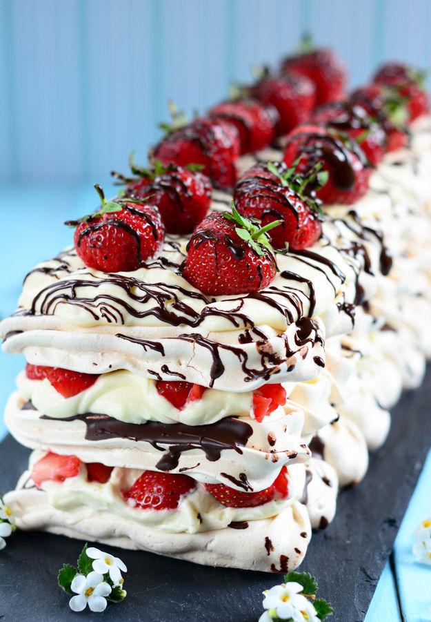 Erdbeer-baiser-sahne-dessert