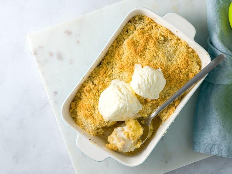 Lecker, süßes Birnen-Crumble Dessert 1