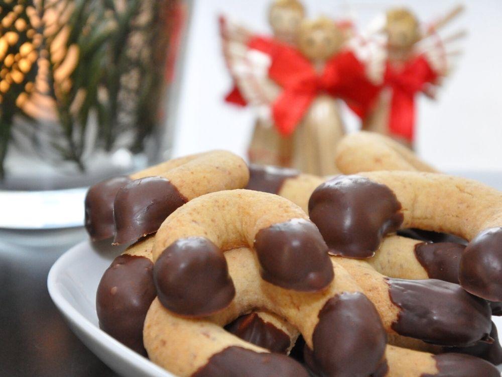 Feine Nougatkipferl mit Schokolade 1